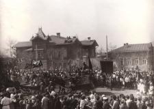 Первомай шагает по Челябинску