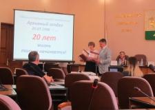 Директор ОГАЧО И.И. Вишев поздравил городских архивистов с юбилеем