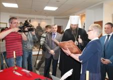 Митрополит Никодим посетил архив