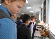 Учащиеся школы № 137 на выставке, посвященной 100-летию поэтов М. Львова и М. Гроссмана